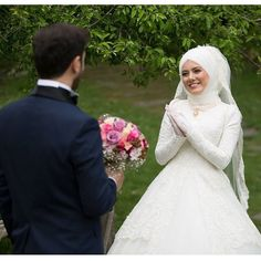 Muslim Brides, Muslim Couples, Foto Wedding, Wedding Photos, Couple Hijab, Couple Goals Tumblr, Bridal Hijab, Foto Pose, Muslim Fashion