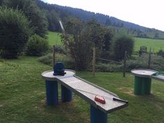 Lust auf eine Runde #Pitpat? Das lustige Spiel ist eine Mischung aus #Minigolf und #Billard und bringt Riesenspaß für die ganze Familie. Die Pitpat-Anlage im #Freizeitpark Zahmer Kaiser steht für dich bereit. #Zahmerkaiser #Kaiserwinkl #Walchsee #Tirol Kaiser, Ping Pong Table, Picnic Table, Miniature Golf, Funny Games, Amusement Parks, Circuit, Picnic Tables