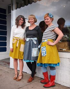 Ysolda's Pocket & Ties Skirt pattern & tutorial. Love the ties. Not sure about the pockets....