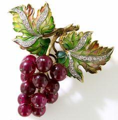 Plique a Jour Enamel, Diamond and Red Ruby Grape Cluster Brooch - Art Nouveau Jewelry - Vintage Jewelry Jewelry Shop, Jewelry Art, Fine Jewelry, Jewelry Design, Enamel Jewelry, Antique Jewelry, Vintage Jewelry, Gold Jewellery, Vintage Pins