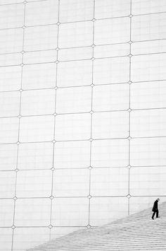 La Grande Arche, de la Défense - Johann Otto von Spreckelsen and Danish engineer Erik Reitzel Creative Photography, Street Photography, Art Photography, Paris Architecture, Modern Architecture, La Defense Paris, White Spirit, White Books, Minimalist Photography