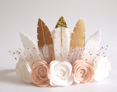Neutral Rose Feather Crown – full size crown/ neutral colours/ birthday crown/ felt flower crown/ feather crown/ felt feather flower crown Neutral Rose Feather Crown full size crown/ by kireihandmade Small Flowers, Felt Flowers, First Birthday Parties, First Birthdays, 21st Birthday, Felt Crafts, Diy And Crafts, Fete Emma, Feather Crown