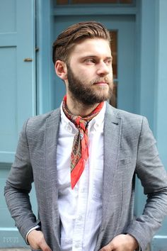 5 Ways To Wear A Light Scarf is part of Men style tips - Simple Scarf draping techniques for the metro sexual male! 2017 Fall Fashion Trends, Autumn Fashion, Looks Style, Looks Cool, Light Scarves, Estilo Denim, Mens Fashion Blog, Men's Fashion, Fashion Menswear
