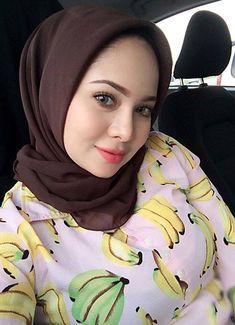 memek cewek hijab at DuckDuckGo Arab Girls Hijab, Girl Hijab, Muslim Girls, Arabian Beauty Women, Indian Beauty, Beautiful Hijab Girl, Beautiful Women, Muslim Women Fashion, Muslim Beauty
