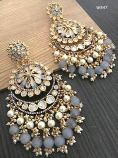 Indian Jewelry Earrings, Indian Jewelry Sets, Jewelry Design Earrings, Indian Wedding Jewelry, Ear Jewelry, Cute Jewelry, Pearl Earrings, Amber Earrings, Antique Jewellery Designs