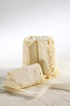 Chabichou du Poitou (Goat's milk) - from Poitou-Charentes. Recommended wine to go with it: Sauvignon