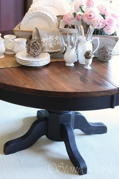 Refinish the kitchen table like this. Maybe a deep grey-gre.- Refinish the kitchen table like this. Maybe a deep grey-green for the base colo… Refinish the kitchen table like this. Maybe a deep grey-green for the base color instead of black? Blue Kitchen Tables, Painted Kitchen Tables, Kitchen Table Makeover, Dining Room Table, Table And Chairs, Kitchen Decor, Kitchen Facelift, Kitchen Black, Painted Tables