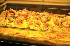 Ett LCHF-recept på en supergod men enkel lyxig laxgratäng med härliga smaker som toppas med räkor och god ost. Perfekt om du äter LCHF/lowcarb.