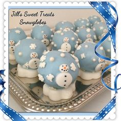 Snow globe cake bites  #cake #cakepops #glitter #baking #fun #food #holly #foodie #winterwonderland #foodart #foodista #christmas #foodagram #foodlover #foodtography #foodforfoodie #goodies #instafood #cakeball #tasty #treats #cakebites #scroll #sweets #sweettooth #cakelove #cakepoplove #newyears  #cakeswag Christmas Sweet Table, Christmas Cake Pops, Christmas Goodies, Christmas Candy, Christmas Ideas, Holiday Treats, Holiday Recipes, 7th Birthday, Birthday Ideas