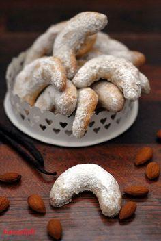 Vanillekipferl, Kekse mit Tradition. Das Rezept für die Weihnachtskekse findest du hier! Ich kann einfach nicht genug davon bekommen!