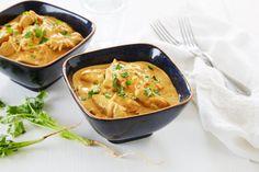 Denne oppskriften på en hot og smaksrik kyllinggryte har en spennende miks av krydder. Perfekt til både hverdags og helg.