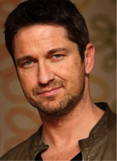 Gerard Butler look-a-like Face Shape Hairstyles Men, Hairstyles For Round Faces, Josh Duhamel, Hair For Round Face Shape, Actor Gerard Butler, London Has Fallen, Photo Focus, Photo Today, Show Video