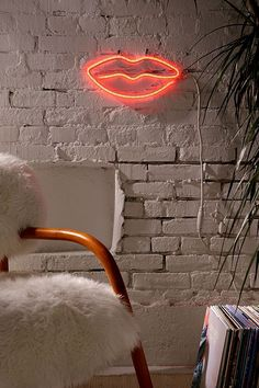 Slide View: 1: Lips Neon Sign