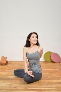 季節の変わり目は身体のデトックスを感じやすいです。ほんの少し捻りのポーズを加えるだけで、内臓も活発に動きやすくなりますよ!