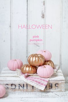 Kawaii~♪Hunter Journal * nagoya Chic Halloween, Pink Halloween, Halloween Displays, Halloween Table, Holidays Halloween, Halloween Decorations, Halloween Party, Pink Pumpkins, Painted Pumpkins