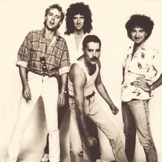 Queen Roger, Brian, Freddie and John. Looks like Freddie couldn't quite keep on fighting till the end, the way he's sagging. John Deacon, Queen Photos, Queen Pictures, I Am A Queen, Save The Queen, Great Bands, Cool Bands, Avatar Art, Harry Potter Star Wars