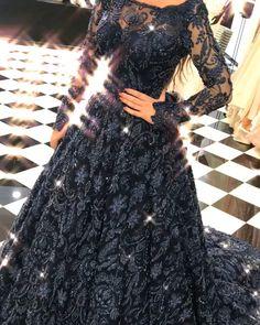 Indian Bridal Outfits, Indian Fashion Dresses, Indian Designer Outfits, Pakistani Dresses, Elegant Dresses For Women, Wedding Dresses For Girls, Bridal Dresses, Bridal Lehenga Collection, Fancy Dress Design