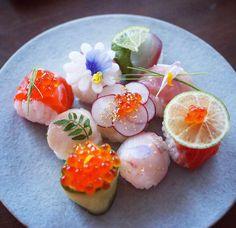 華やかな食卓に。作ってみたくなる手まり寿司のシチュエーション別5選 | おうちごはん Food Design, Sushi Design, Sushi Cafe, Cooking Sushi, Japanese Food Sushi, Best Sushi, Brunch, Sushi Recipes, Food Decoration