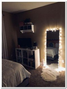 61 Cute Girls Bedroom Ideas for Small Rooms & GentileForda.ComThe post 61 cute girls bedroom ideas for small rooms 51 appeared first on Dekoration. Teen Room Decor, Room Ideas Bedroom, Small Room Bedroom, Small Bedroom Ideas For Teens, Night Bedroom, Bedroom Inspo, Small Room Decor, Modern Bedroom, Small Teen Room