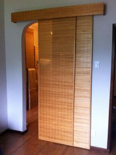 Cortina / Painel japonês (1) Bamboo Curtains, Door Curtains, Cafe Design, House Design, Interior Design, Nautical Home, Diy Storage, Home Projects, Small Spaces