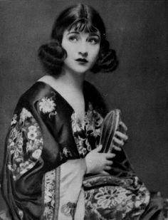 rosamondslehmann Betty Compson in Picture Play magazine (Dec. 1921)