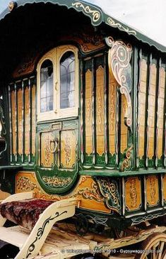 A beautiful example of an early 19th century wagon. Many original vardos     display fine wood grain finishes mixed with colour and carvings.