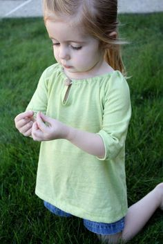 the flora and fauna shirt-tutorial.  Knit.  Raglan tee.  Keyhole front closure with button.