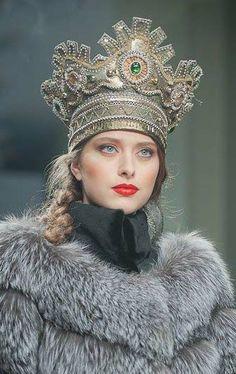 À la Russe - Russian Style - Russian Beauty - Fur & Crown Russian Beauty, Russian Fashion, Russian Style, Mode Russe, Estilo Hippie, Foto Fashion, Beauty And Fashion, Fabulous Furs, Tiaras And Crowns