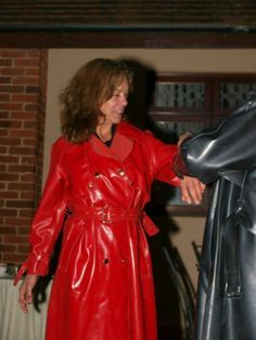 Red is the colour of passion, check out this beautiful babe in her hot RED Rubber Rainwear! Red Raincoat, Vinyl Raincoat, Raincoat Jacket, Imper Pvc, Rain Fashion, Women's Fashion, Vynil, Rubber Raincoats, Rain Jacket Women