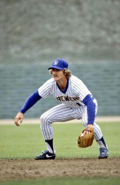 Robin Yount Baseball Boys, Baseball Players, Baseball Stuff, Softball, Mlb Uniforms, Nationals Baseball, Oakland Athletics, National League, Milwaukee Brewers