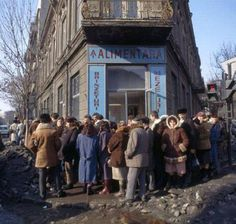 Romania before 1989 - queue for cheese and salami Romanian Revolution, Nostalgia, Forest Light, Abandoned Cities, Central And Eastern Europe, Historical Pictures, Warsaw, Old Town, Old Photos