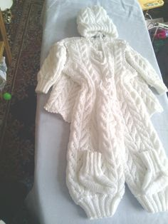 Dětský pletený komplet. Velikost 3-6 měsíců