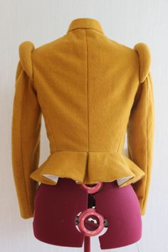 women's 16th century yellow doublet back view