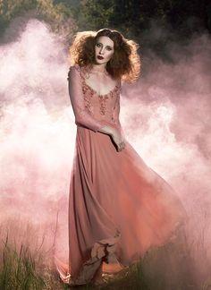 Φωτογραφία: I absolutely loved photographing this dress designed by Michelle Hebert. It's like something straight out of a fairy tale.  Model: Denise Salceda Hair + Makeup: Rock My Makeup Clothing Designer: Michelle Hebert | Art & Fashion