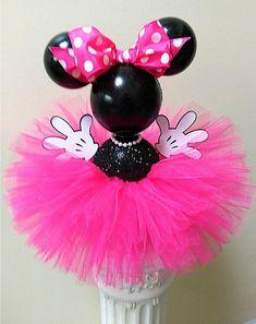 Rosa caliente Minnie en su hermoso tutú rosa caliente! Adorable pieza central temática de Disney hecha a mano. Este icono atemporal es perfecto para cumpleaños, baby showers o celebraciones de bodas. ¡Demasiado lindo! Imprescindible para los entusiastas de Disney. Tutú y lazo disponibles en otros Minnie Mouse, Mickey Y Minnie, Pink Minnie, Pink Tutu, Bridal, Celebrity Weddings, Disney, Hot Pink, Craft Projects