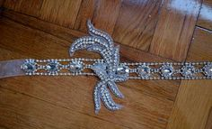 Channel your inner Daisy Buchanan with these gorgeous art deco headpieces. Great Gatsby Headpiece, 1920s Headband, Gatsby Hair, Diy Headband, Headbands, 1920s Hair, Look Gatsby, Gatsby Style, Flapper Style