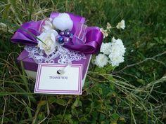 Μπομπονιέρα γάμου κουτακι σε λευκο και μωβ χρώμα, στολισμένο με σατέν κορδέλες, δαντέλα και λουλούδια. Τηλεφωνικές παραγγελίες 📲+306973390687 Jewelry, Jewlery, Jewerly, Schmuck, Jewels, Jewelery, Fine Jewelry, Jewel, Jewelry Accessories