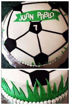 Birthday futbol cake Football Crafts, Sports Birthday, Soccer Party, Ideas Para Fiestas, Party Cakes, Cupcakes, Cake Designs, Amazing Cakes, Party Themes