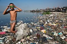 , the second of nine children in his family, spends the morning picking through the trash on shore in Manila looking for recyclable plastic. PHOTOGRAPH BY GEORGE STEINMETZ Chris Jordan, Environmental Pollution, Environmental Issues, Dry River, Third World Countries, Water Pollution, Climate Change Effects, City Landscape, Global Warming