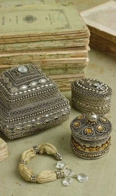 Persian boxes - for some reason I've always been attracted to boxes, and these ones are beautiful! Jewellery Boxes, Jewelery, Art Beauté, Vintage Box, Vintage Vanity, Pretty Box, Treasure Boxes, Little Boxes, Jewel Box