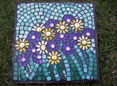 Field of Flowers stepping stone by GardenDivaDeb Mosaic Garden Art, Mosaic Flower Pots, Mosaic Pots, Pebble Mosaic, Stone Mosaic, Mosaic Glass, Mosaic Tiles, Glass Art, Mosaic Crafts