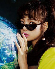 Summer Sunglasses, Sunglasses Women, Blackpink Photos, Blackpink Lisa, Swagg, Mirrored Sunglasses, Ray Bans, Cute, Beautiful