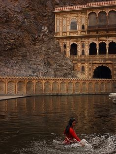 Galtaji is an ancient Hindu pilgrimage site in the town of Khania-Balaji, about… The Places Youll Go, Places To See, Mother India, Indian Architecture, Ancient Architecture, Amazing India, Rajasthan India, India India, Asia