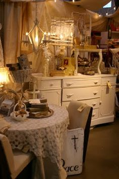 follow this link to access a step-by-step design resource for vintage show booth displays, from Debi Ward Kennedy . writer & designer: retail display