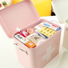 first aid kit - totally WANT!
