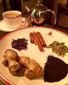 Deliciosa #Receta del #Restaurante Tandoor para preparar un buen chai y cerrar el día.  -Ingredientes: canela, jengibre, cardamomo, clavo, té negro y leche. -Preparación: En un ollita pon agua a hervir y agrega el cardamomo, jengibre, clavo y la canela. Una vez que esté hirviendo el agua con los ingredientes agrega el té negro y deja infusionar por 3 minutos.  Después agrega la leche y deja que hierva. En este momento tu chai está listo para disfrutarse.   Click en la imagen para más info.