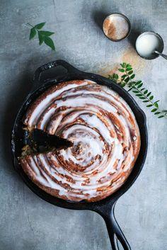 Das gigantische Riesen Zimtschnecke Rezept – maximale Zimtliebe aus dem Ofen mit Chai Glasur