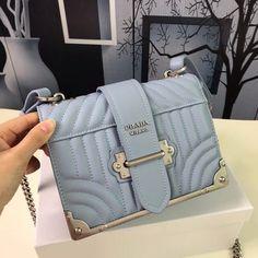 Luxury Purses And Handbags Chanel Handbags, Louis Vuitton Handbags, Fashion Handbags, Fashion Bags, Leather Handbags, Leather Totes, Fashion Fashion, Leather Purses, Chanel Tote