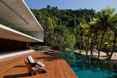 Paraty House is modern beach house designed by famous Marcio Kogan, located in Paraty, Brazil. Location of this project alone makes it dream home in paradise. Wood Deck Designs, Pool Designs, Architecture Design, Residential Architecture, Colonial Architecture, Contemporary Architecture, Contemporary Style, Exterior Design, Interior And Exterior