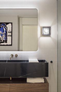 Elle Decor, Bathroom Lighting, Mirror, Nora, Furniture, Design, Guest Toilet, Bedside Lamp, Mirrors For Bathrooms